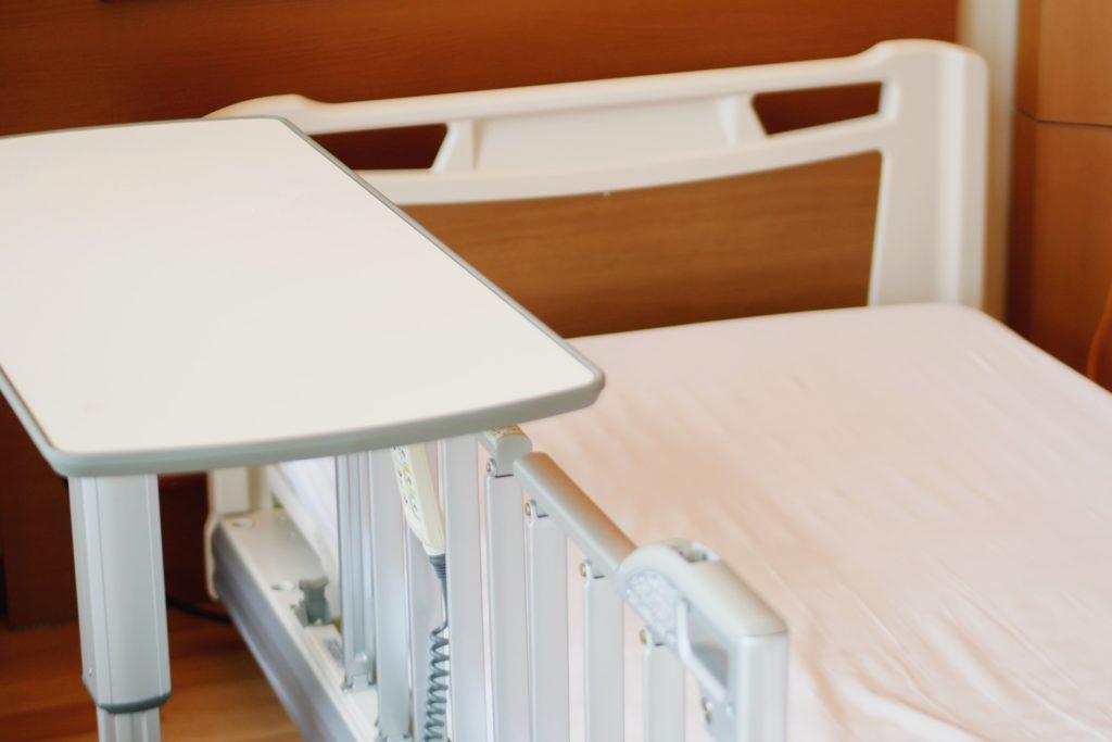 病室のベッドの画像